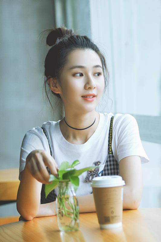 资讯生活刘颖伦发布最新写真 多巴胺少女清新满分